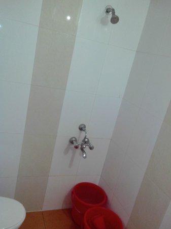 Sayeban Hotel: Bathroom