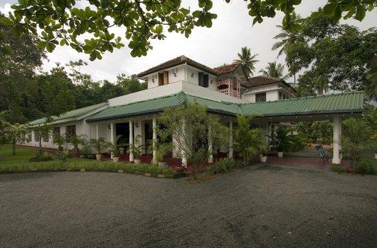 Lakniwasa Tourist Inn
