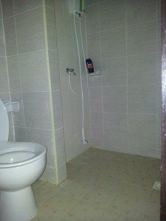 AusThai Hotel: Dusche und WC