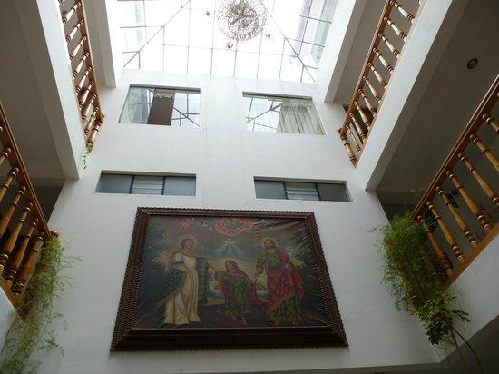 Hotel Awki's Dream : vista desde el lobby, hermosos cuadros tipicos del cusco
