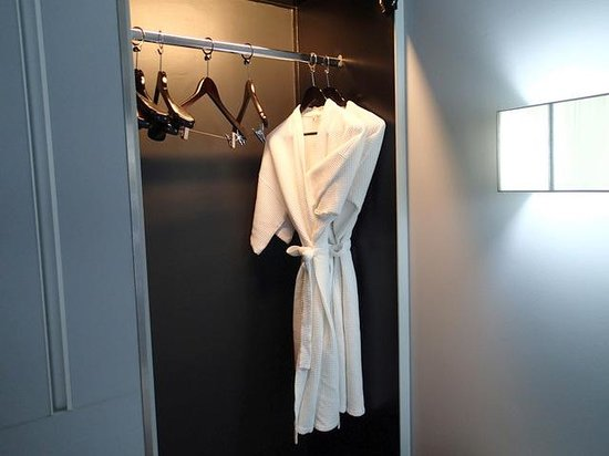 BEST WESTERN PLUS @ 20 Sukhumvit: Night Gowns where included