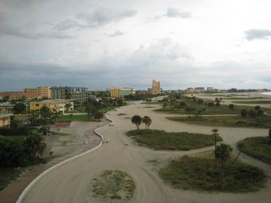 Residence Inn by Marriott St. Petersburg Treasure Island: Walking Path near Hotel and beach area