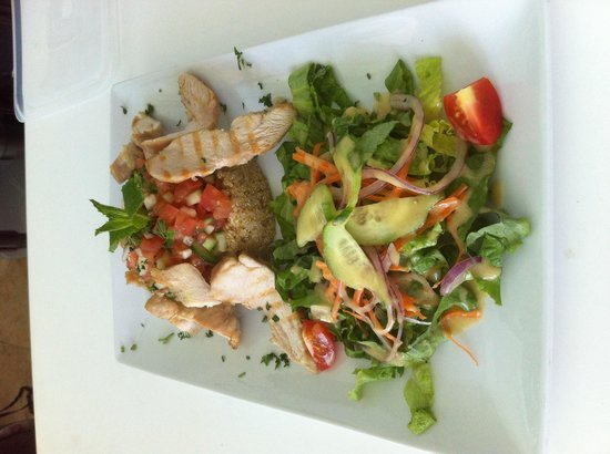 Le Café at the Cliff : Quinoa chicken salad