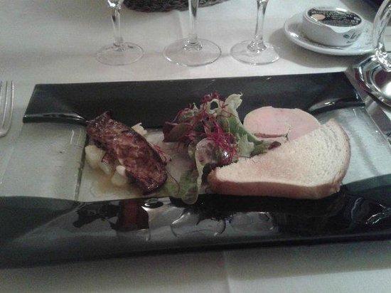 Armoric Hôtel : Duo de foie gras maison (mi-cuit au Chouchen et poêlé) sur caramélispoires