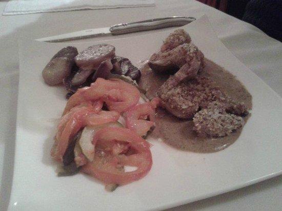 """Armoric Hôtel : Médaillons de filet de veau, sauce aux cèpes, pommes de terre """"vitelotte"""" et tian de légumes"""