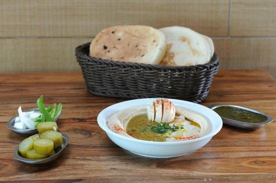 Hamsa Hamsa Hummus: Hummus with broad beans