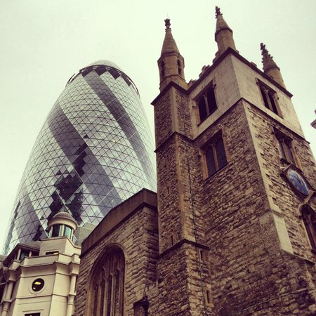 London Tours by Taxi: 30 St Mary Axe (The Gherkin)