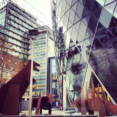 London Tours by Taxi: The dinosaurs