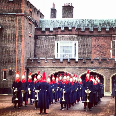 London Tours by Taxi: Changing of the guard