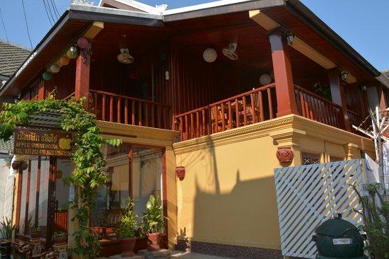Apple Guesthouse: Communal Balcony
