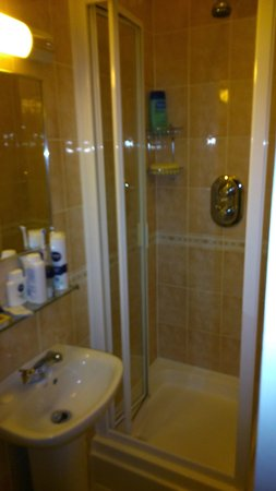 Lord Kensington Hotel: room 204 shower