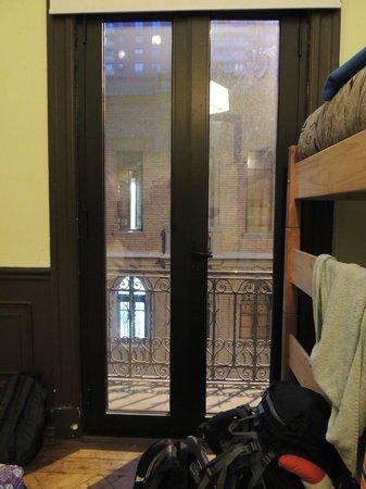 Santiago Backpackers Hostel: Vista do quarto