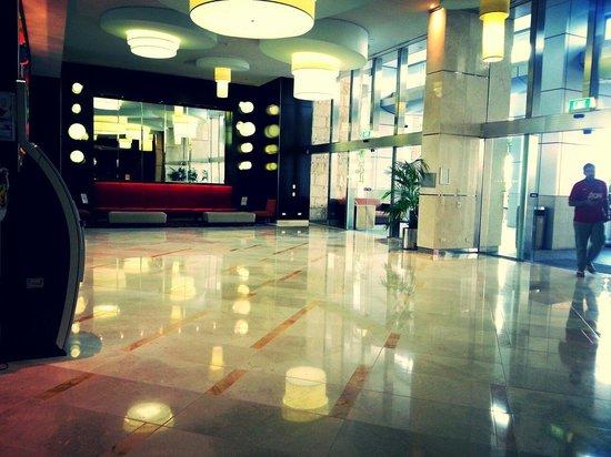 Mantra Towers of Chevron: Main lobby