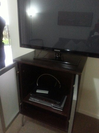 Mantra Towers of Chevron: Tv, dvd player , foxtel