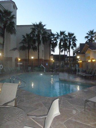 Residence Inn Phoenix: Pool area