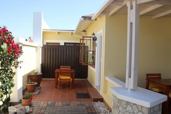 Cornerstone Guesthouse: Aussenterrasse