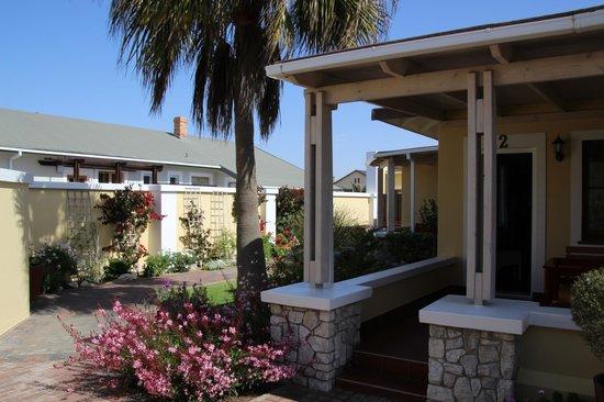 Cornerstone Guesthouse: Eingang zur Rezeption