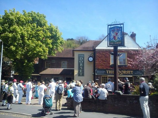 The Dorset Inn: Summer sun trap