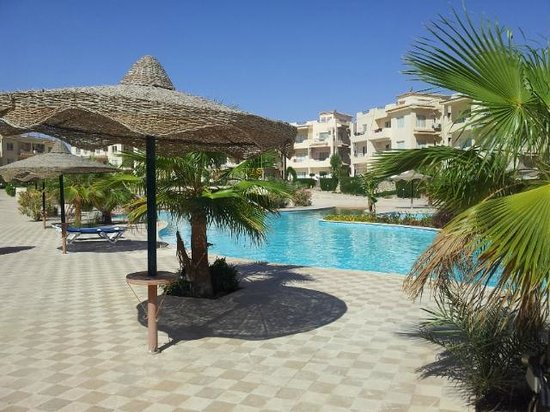 Aqua Hotel Resort & Spa: Pool area