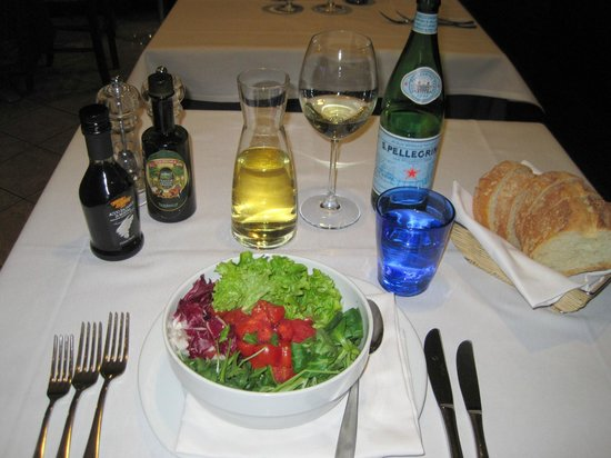 Trattoria Muramare: Mixed Salad with Tomatoes