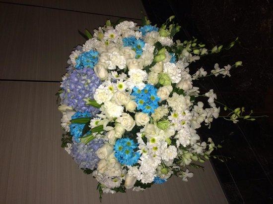 The Okura Prestige Bangkok : Florist shop at hotel entrance floor