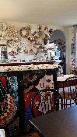 Piccolo Hotel Chianti: L'ingresso con il bar