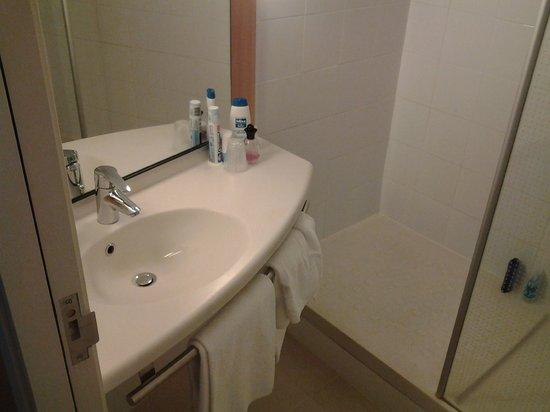Ibis Barcelona Pza Glories 22: Salle de bain