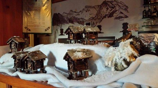 Hotel Croix d'Or et Poste : Kleine dorf restaurant