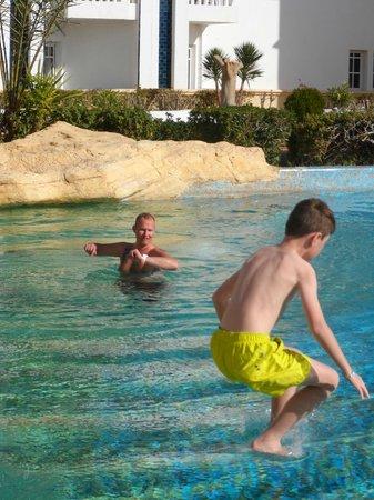 Medina Belisaire & Thalasso: in the pool in december