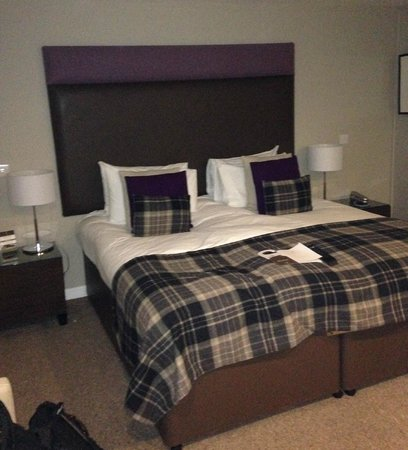 The Ranald Hotel: My upgraded room. Huge bed.
