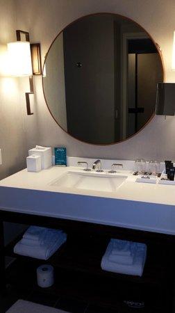 Kimpton Hotel Palomar Phoenix: Bathroom