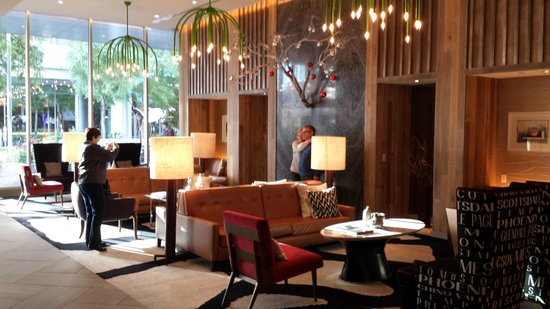 Kimpton Hotel Palomar Phoenix : Upper level lobby