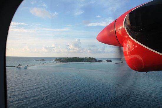 Veligandu Island Resort & Spa: Vu de l'île depuis l'Hydravion