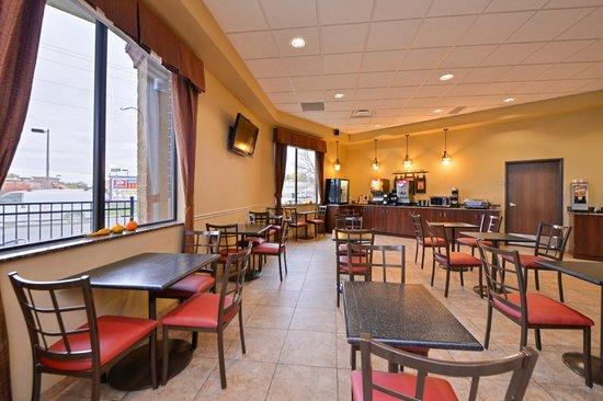 BEST WESTERN PLUS Campus Inn: Breakfast area