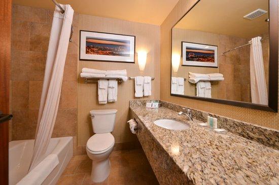 BEST WESTERN PLUS Campus Inn: Bathroom