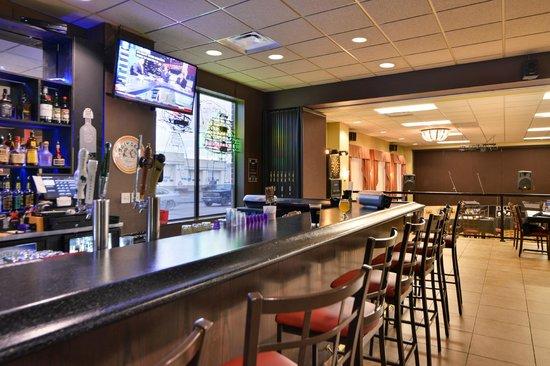 BEST WESTERN PLUS Campus Inn: Junior's Restaurant & Bar