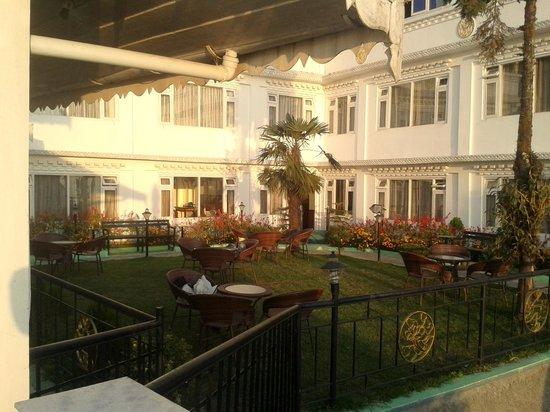Little Tibet Resort: Garden