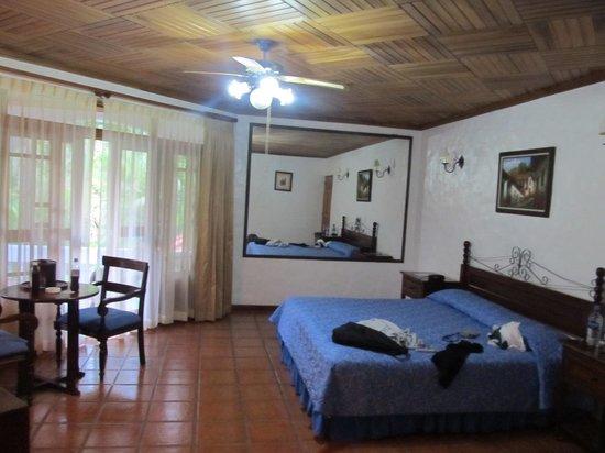 Hotel Rio Perlas Spa & Resort: großzügiges Zimmer