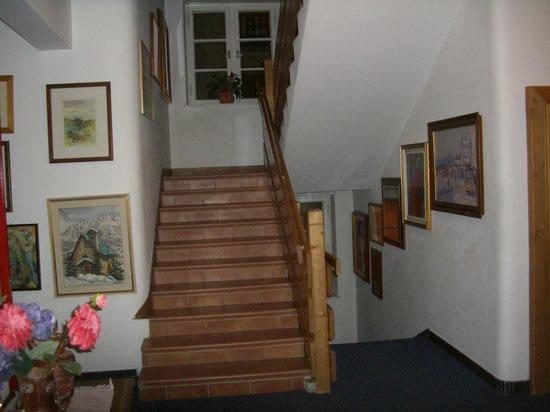 Hotel Montana: scalinata interna
