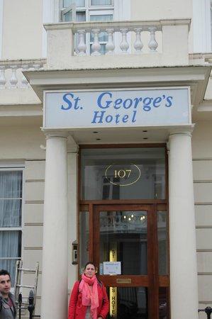 St. George's Pimlico: Devanture de l'Hôtel
