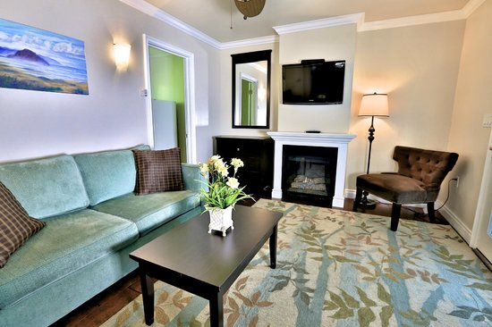 Beach Bungalow Inn and Suites: Suite Living Room