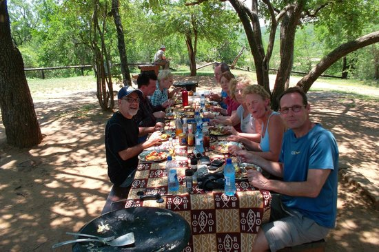 Wendy's Country Lodge : lunch in the bush