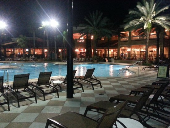 Floridays Resort Orlando: The pool at night