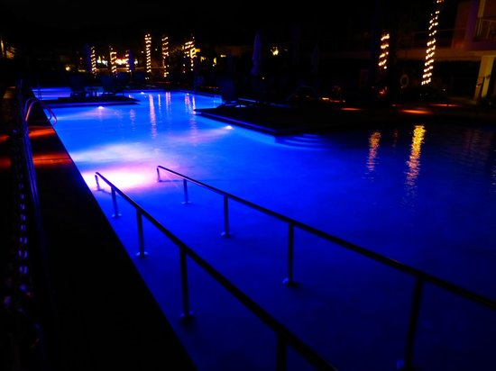 Marriott's Crystal Shores: Nightime Pool