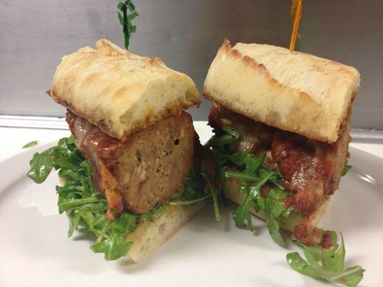 Lefty's Grill : Meatloaf sandwich special