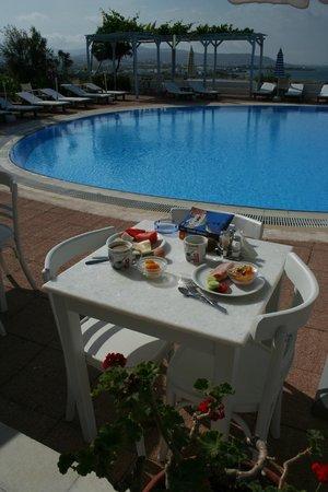 Lianos Village Hotel: Buffet breakfast!
