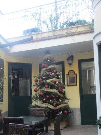 Hotel Alessandrino : Hall extérieur