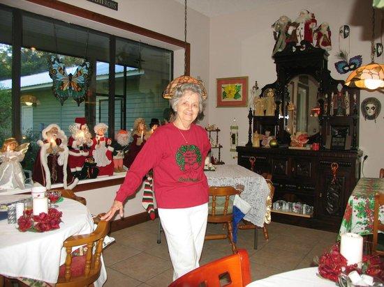 Cinnamon Inn Bed & Breakfast: Breakfast with Carol