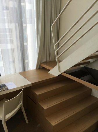 Studio M Hotel: Mini staircase