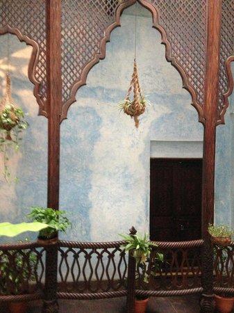 Emerson Spice : Balconies galore